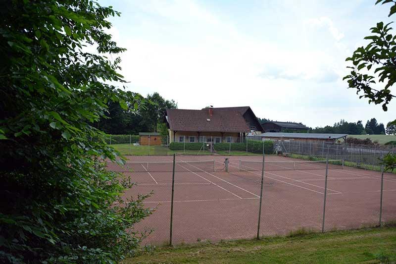 Lummersdorf Urlaubshütten St. Johann Tennisplatz